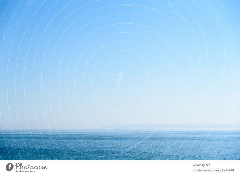 Land in Sicht Himmel blau Sommer Wasser Landschaft Meer Ferne Küste Horizont träumen Insel Schönes Wetter Sehnsucht Ostsee Bucht Fernweh