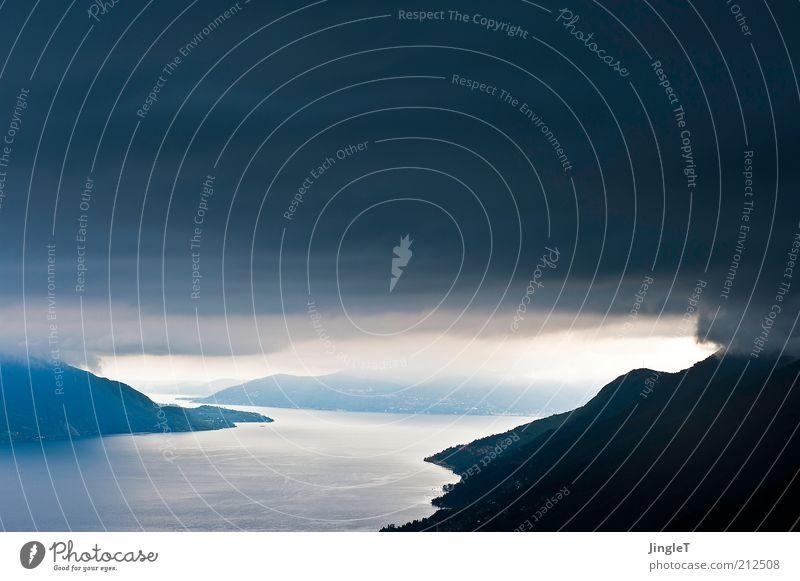 surreal Umwelt Natur Landschaft Urelemente Himmel Wolken Gewitterwolken Sommer Klima Klimawandel Wetter schlechtes Wetter Unwetter Regen Felsen Berge u. Gebirge