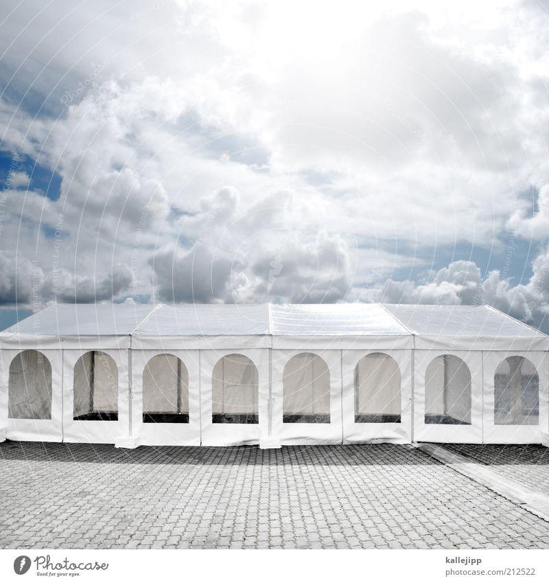 die party ist zuende Lifestyle elegant Stil Freude Veranstaltung Feste & Feiern weiß Zelt partyzelt Wolkenhimmel Farbfoto mehrfarbig Außenaufnahme Menschenleer