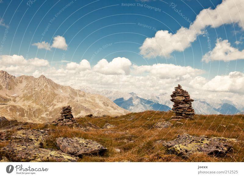Gedanken Sammelstelle Himmel Natur Ferien & Urlaub & Reisen Sommer Wolken Ferne Landschaft Berge u. Gebirge Gras Wege & Pfade Stein Felsen Alpen Schönes Wetter Aussicht Stapel