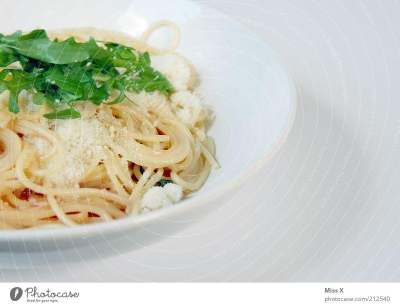 Zu empfehlen: Spaghetti Serrano&Rucola in Parmesan-Sahnesauce Lebensmittel Gesunde Ernährung Ernährung lecker Teller Bioprodukte Foodfotografie Abendessen Fett Speise Mittagessen Nudeln Salat Käse Salatbeilage Spaghetti