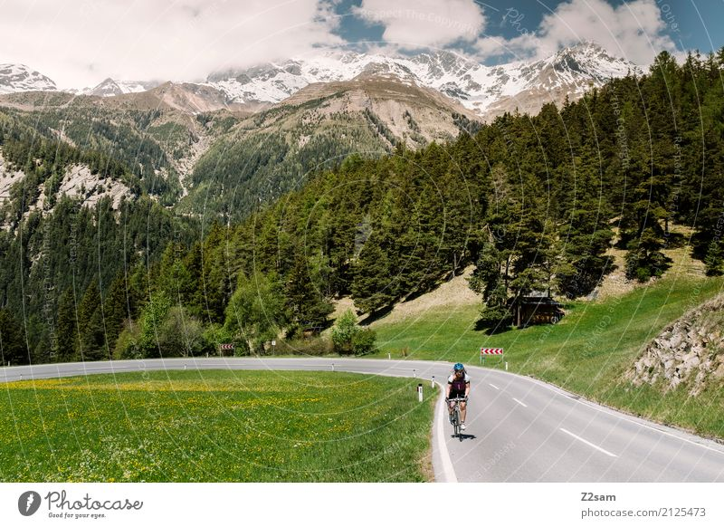 Rauf geht´s Ferien & Urlaub & Reisen Fahrradtour Fahrradfahren Frau Erwachsene 18-30 Jahre Jugendliche Natur Himmel Sommer Schönes Wetter Alpen Berge u. Gebirge