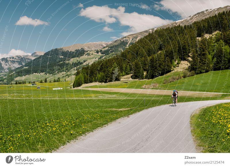 Richtung Italia Ferien & Urlaub & Reisen Fahrradtour Sommer Fahrradfahren Junge Frau Jugendliche Natur Landschaft Himmel Schönes Wetter Alpen Berge u. Gebirge