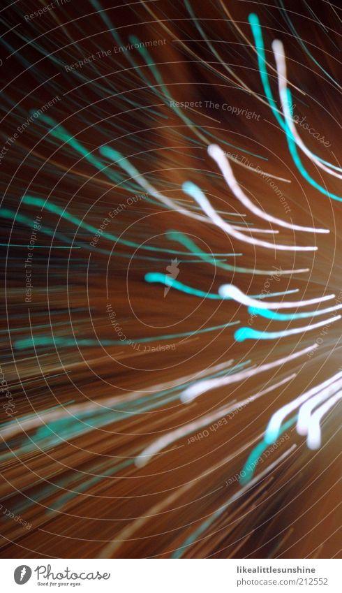 Türkis & Weiß Lampe glänzend leuchten braun grün schwarz weiß Farbfoto Innenaufnahme Experiment Menschenleer Abend Lichterscheinung Bewegungsunschärfe Unschärfe