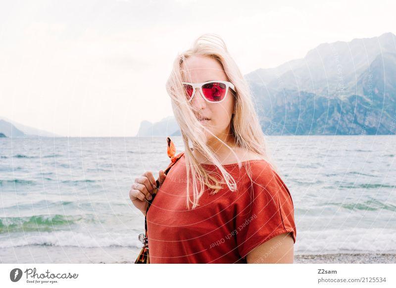 sunshine Lifestyle elegant Stil Junge Frau Jugendliche 18-30 Jahre Erwachsene Natur Landschaft Sommer Schönes Wetter Berge u. Gebirge See Mode Kleid