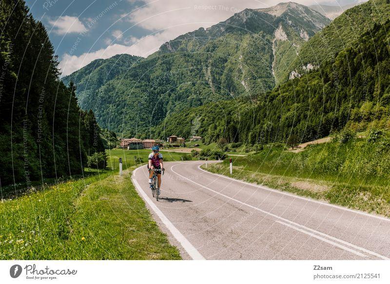 immer weiter Freizeit & Hobby Ferien & Urlaub & Reisen Fahrradtour Sommerurlaub Fahrradfahren Junge Frau Jugendliche 18-30 Jahre Erwachsene Natur Landschaft