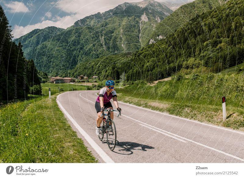 fast oben Freizeit & Hobby Ferien & Urlaub & Reisen Ausflug Abenteuer Sommerurlaub Berge u. Gebirge Sport Fahrradfahren Junge Frau Jugendliche 18-30 Jahre