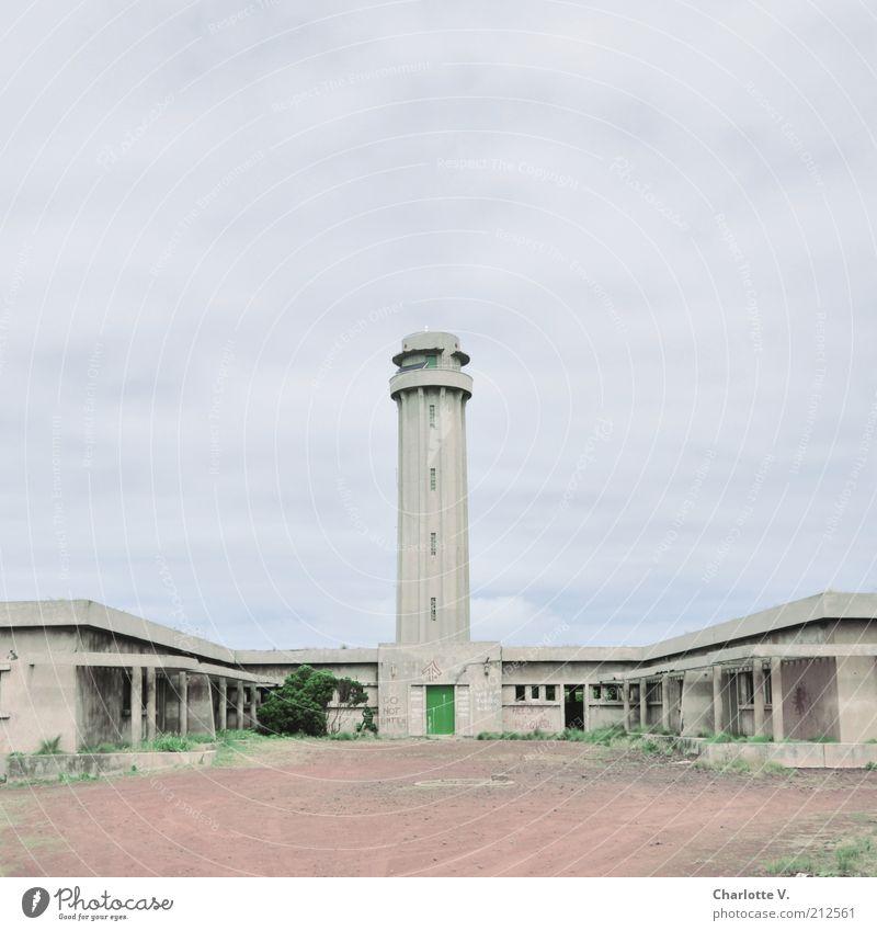 Jalaesk Sao Jorge Europa Menschenleer Ruine Leuchtturm Bauwerk Gebäude Architektur Militärgelände Seitenflügel hell blau grün rosa Verfall Unbewohnt Einsamkeit