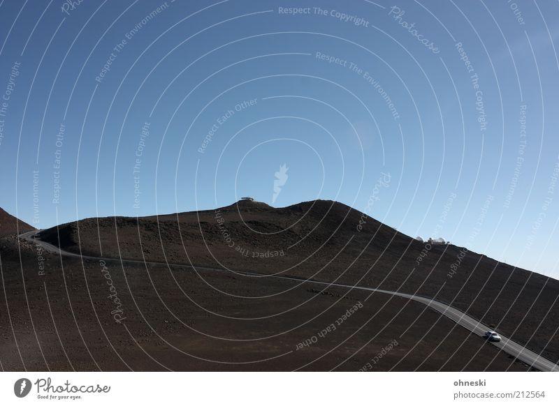 Einsamstraße Einsamkeit Straße Berge u. Gebirge PKW Straßenverkehr fahren Reisefotografie Gipfel Verkehrswege Autofahren Fernweh Maui Vulkan Hawaii