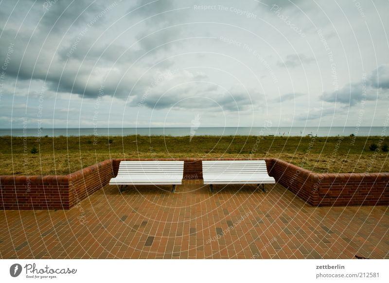 Zwei Bänke, ein Meer Natur Himmel Sommer Strand Ferien & Urlaub & Reisen Wolken Einsamkeit Ferne Herbst Landschaft Zusammensein Küste Umwelt Horizont