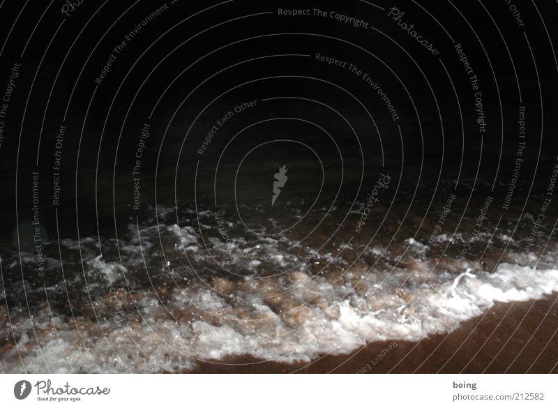 Ja, erweiterte Nutzungsrechte anbieten. Nachthimmel Wellen Küste Strand Meer Blitzlichtaufnahme Gischt Brandung Menschenleer dunkel
