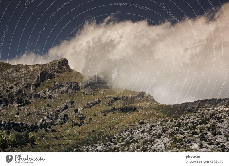 Gebirge Natur Wolken Berge u. Gebirge Landschaft Wetter Umwelt Felsen Hügel Gipfel Spanien Mallorca Bergkamm Wolkenhimmel Wetterumschwung Wolkenberg Wolkenwand