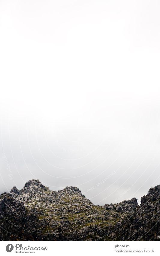 Gebirge Umwelt Natur Landschaft Himmel Hügel Felsen Berge u. Gebirge Gipfel Einsamkeit Mallorca Spanien Farbfoto Gedeckte Farben Außenaufnahme Menschenleer