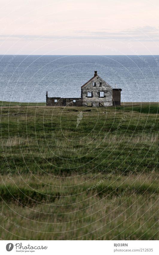 Was ist Heimat? | Iceland Wasser alt Himmel weiß Meer grün blau Ferien & Urlaub & Reisen ruhig Haus Einsamkeit kalt Fenster grau Gebäude Landschaft