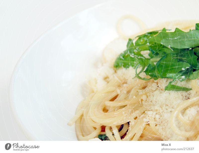 Reste von Gestern Lebensmittel Salat Salatbeilage Ernährung Mittagessen Abendessen Slowfood Italienische Küche genießen heiß lecker Rucola Spaghetti Nudeln