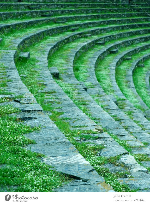 rundablage alt grün Architektur Treppe Kultur Denkmal Theater Bühne Ruine Kurve Sitzgelegenheit antik Sehenswürdigkeit verwittert