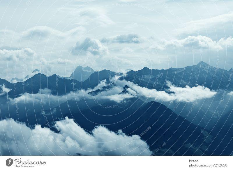 Durchatmen Himmel weiß blau Ferien & Urlaub & Reisen Wolken Ferne Berge u. Gebirge Glück Kraft hoch Aussicht Klima Alpen Unendlichkeit Gipfel Schönes Wetter