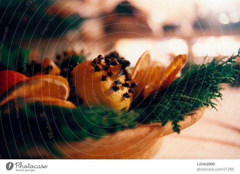 Weihnachten Weihnachten & Advent Kräuter & Gewürze orange Häusliches Leben Tanne Schalen & Schüsseln Zitrone Frucht Zimt Gewürznelke