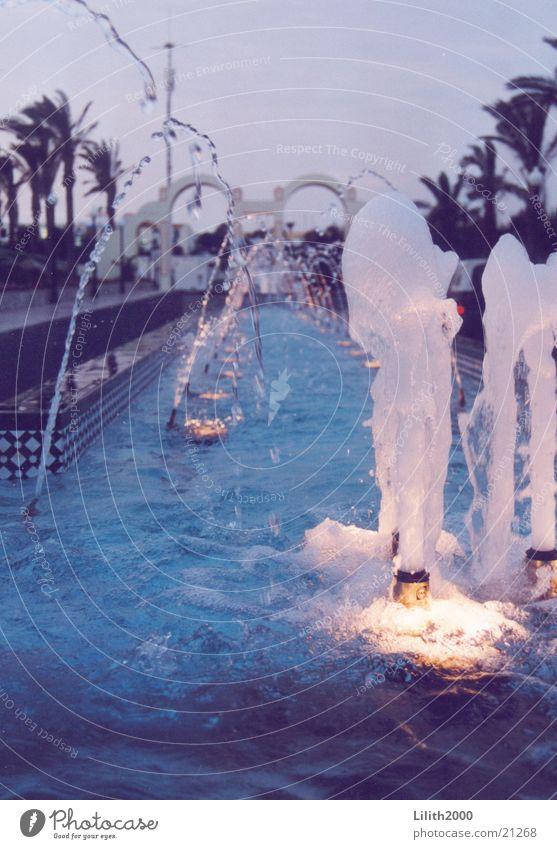 Fontäne Wasserfontäne Springbrunnen Hotel Licht