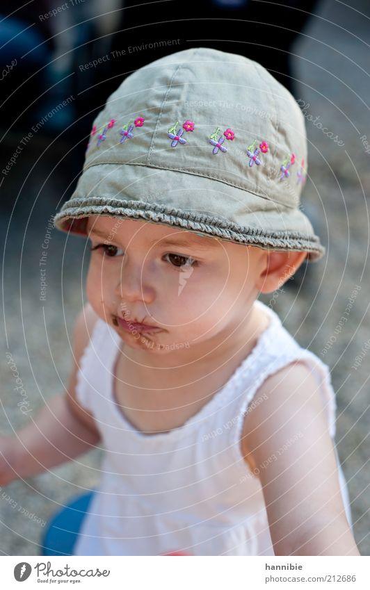 behütet Schokolade Mensch Kind Mädchen Kindheit 1 1-3 Jahre Kleinkind Hut Blick Spielen niedlich grau rosa weiß schokobraun Hemd ernst Konzentration