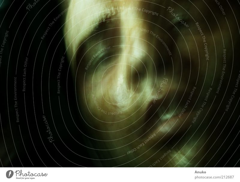 Gesicht Mensch Jugendliche Einsamkeit Gefühle Mund Erwachsene maskulin Trauer Sehnsucht Müdigkeit Lust mystisch Porträt gehorsam Nacht Junger Mann