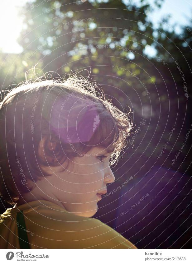 sommerkind Mensch maskulin Kind Junge Kindheit 1 3-8 Jahre Sommer Schönes Wetter Garten T-Shirt brünett kurzhaarig Locken Blick retro gelb grün Glück