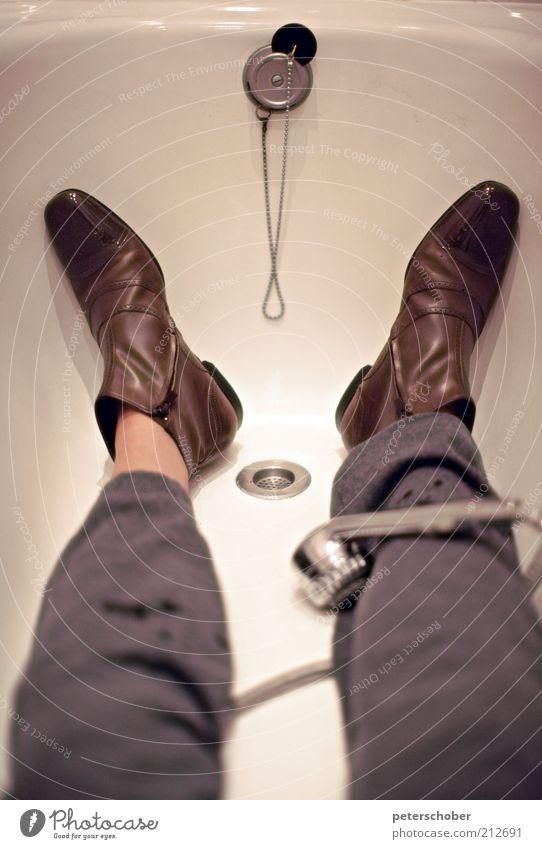 leerbaden Mensch Erwachsene Stil lustig Denken Fuß Schwimmen & Baden liegen Schuhe sitzen maskulin ästhetisch Coolness Badewanne