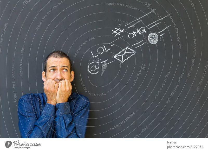 Überlastung und Stress durch Soziale Medien Mensch Mann blau schwarz Erwachsene sprechen Business Angst Instant-Messaging Information Symbole & Metaphern
