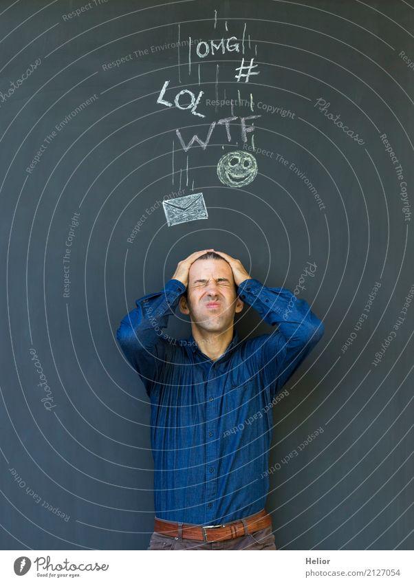 Überlastung und Stress durch Soziale Medien Mensch Mann blau schwarz Erwachsene sprechen Instant-Messaging Information Symbole & Metaphern Internet
