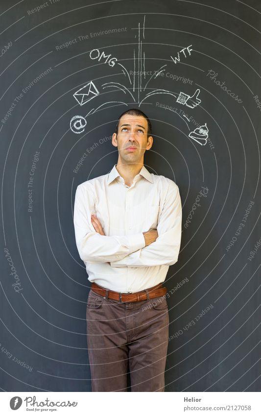Überlastung und Stress durch Soziale Medien sprechen Internet maskulin Mann Erwachsene 1 Mensch 30-45 Jahre E-Mail Instant-Messaging Hemd Hose Zeichen stehen