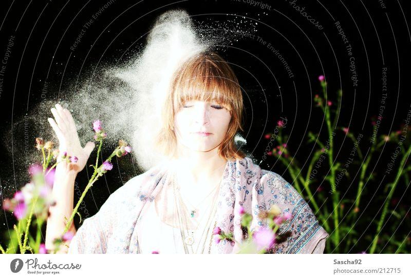 Volltreffer. Mensch feminin Junge Frau Jugendliche Erwachsene Leben Kopf 1 18-30 Jahre Umwelt Natur Pflanze Blume Mode Bekleidung Kleid Stoff Accessoire Schmuck