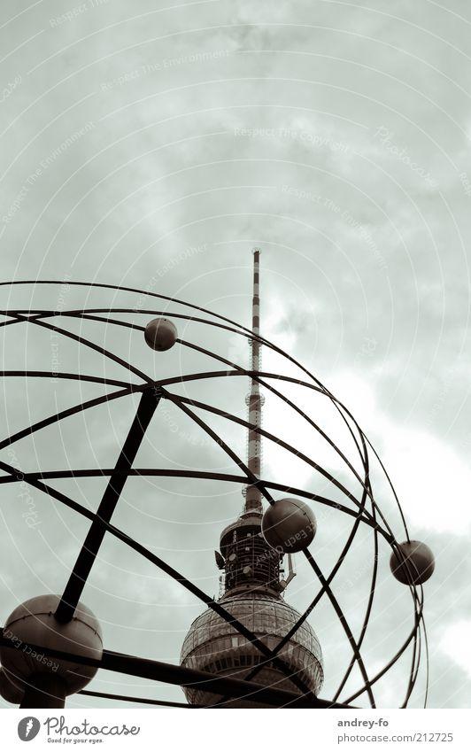 Berliner Fernsehturm. Himmel Weltzeituhr Hauptstadt Turm Antenne Sehenswürdigkeit Metall Kugel groß hoch Funkturm Alexanderplatz Landeskunde Farbfoto