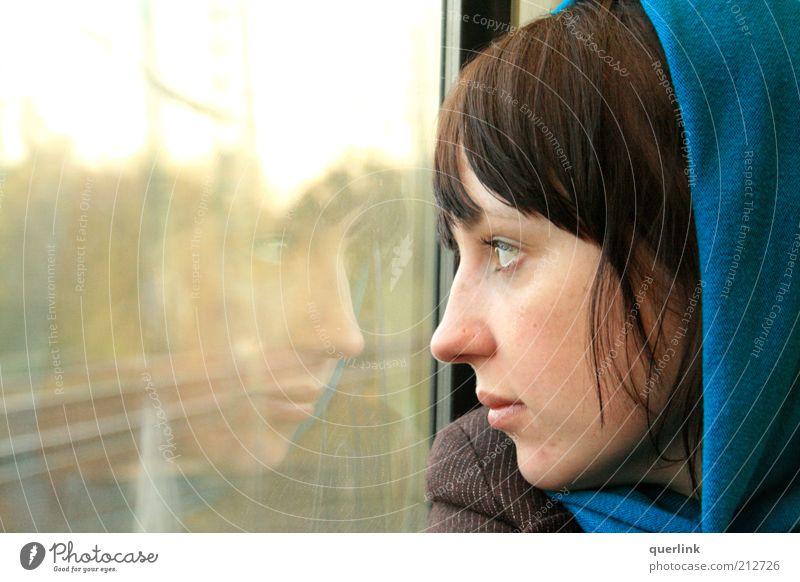 Train Mirror Frau Mensch Jugendliche blau Ferien & Urlaub & Reisen feminin Kopf Erwachsene Fensterscheibe Tourist Fernweh Kapuze unterwegs Junge Frau Profil