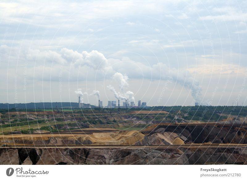 Und wenn die Welt raucht... blau braun dreckig Energie Erde Industrie Energiewirtschaft bedrohlich Wandel & Veränderung Rauch Abgas Schornstein Produktion Klimawandel Umweltverschmutzung Kohlendioxid