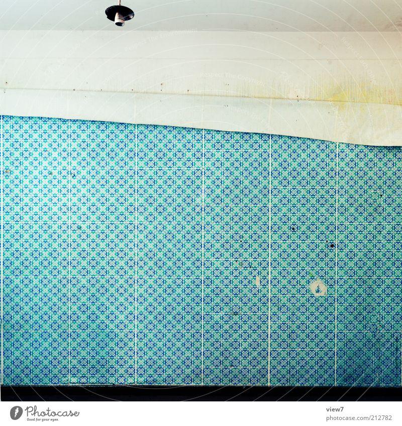 Abgang alt blau Haus dunkel Wand Stein Mauer Linie elegant Beton Fassade verrückt ästhetisch authentisch einfach dünn