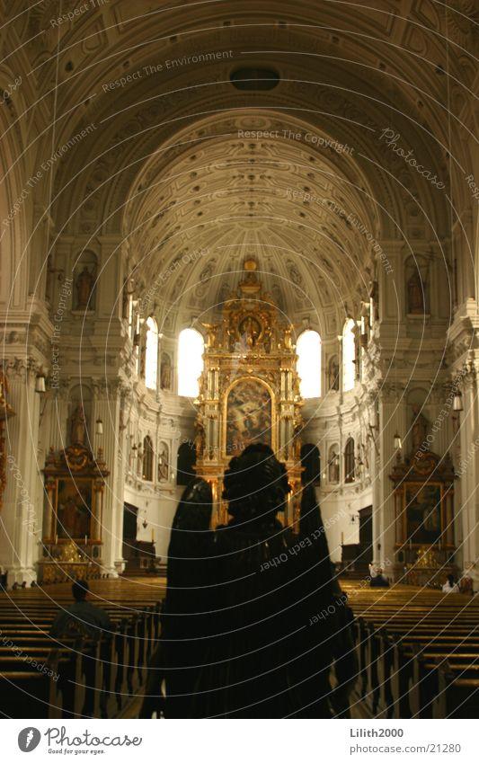 Engel auf Erden schwarz Fenster Religion & Glaube gold Engel München Statue Dom Bogen Gotteshäuser Frauenkirche Altar