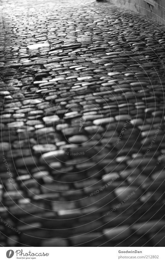 durch die Gassen von Regensburg III alt dunkel Stein Wege & Pfade Stimmung Kopfsteinpflaster unheimlich Menschenleer