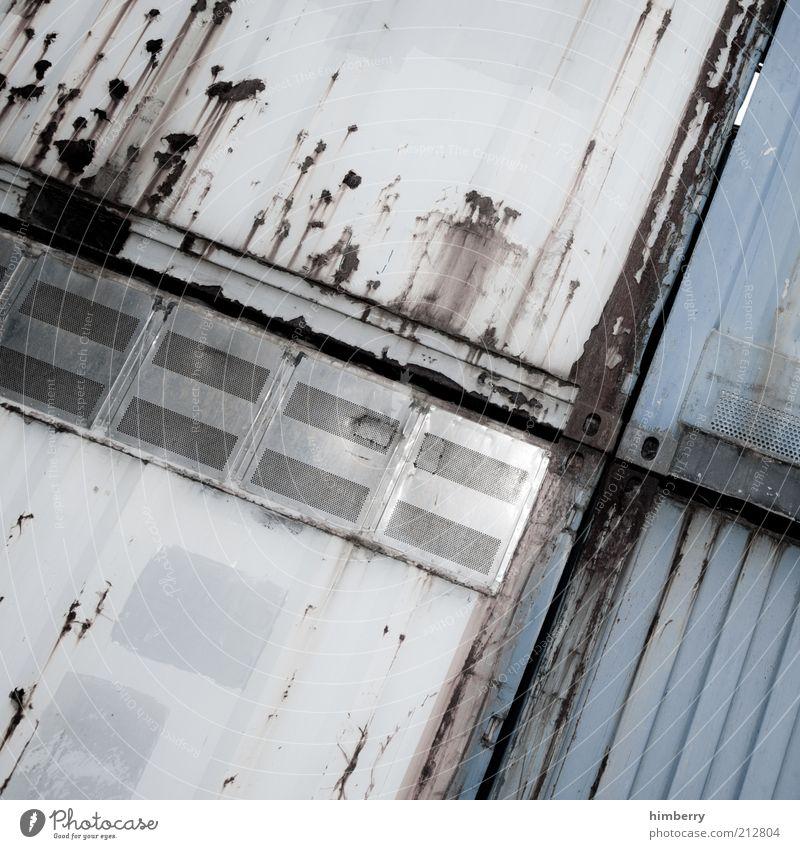 cargo embargo Wand Metall Fassade Fabrik kaputt Wandel & Veränderung Verfall Bauwerk Industrieanlage Gebäude