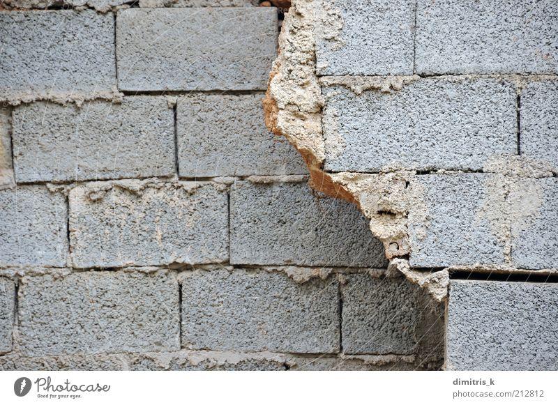 zerbrochene Wand Gebäude Architektur Mauer Beton Backstein bauen grau Verfall gebrochen Schlacke Klotz Schlackenblock Baustein Zement Hintergrundbild