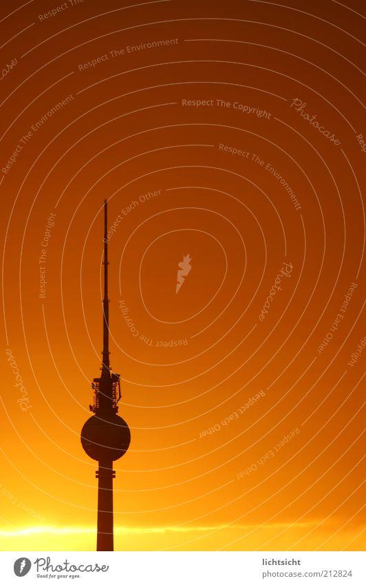 Berliner Fernsehturm vor Abendrot Ferien & Urlaub & Reisen Tourismus Himmel Wetter Schönes Wetter Hauptstadt Turm Bauwerk Antenne Sehenswürdigkeit Wahrzeichen