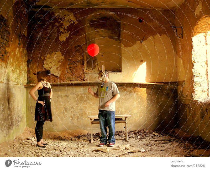 Party Mensch Frau Mann rot Sommer schwarz Erwachsene gelb Party Stimmung Freundschaft lustig braun Feste & Feiern Zusammensein maskulin