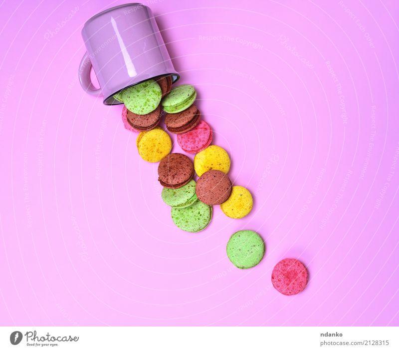Buntes Gebäck gemacht vom Eiweiß Farbe grün gelb Menschengruppe braun oben rosa hell lecker Gastronomie Süßwaren Tradition Dessert Tasse Backwaren Zucker