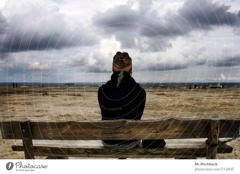 Sandbank Mensch Himmel Natur Wasser Strand Wolken Einsamkeit ruhig Ferne kalt Landschaft grau Holz Küste Denken