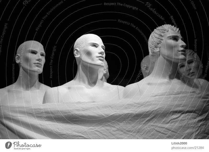 Die feinen Herren Schaufenster Schaufensterpuppe Mann Industrie Schwarzweißfoto Bettlaken Gesicht