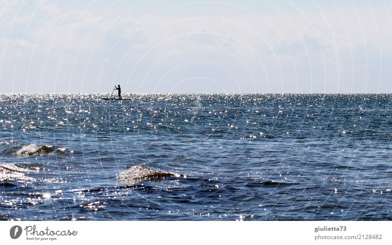 Transzendenz | Zwischen Himmel und Meer Mensch Mann Sommer Wasser Erholung Ferne Erwachsene Religion & Glaube Leben Freiheit maskulin Wellen Idylle Energie