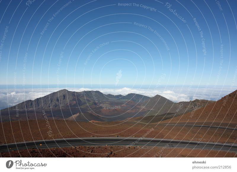 Weite Himmel Wolken Einsamkeit Ferne Berge u. Gebirge Landschaft Tourismus Aussicht einzigartig Hügel Schönes Wetter Blauer Himmel Hawaii Vulkan Maui Haleakala