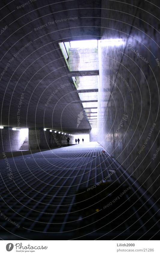Going Underground Architektur München Tunnel U-Bahn Gitter Durchgang