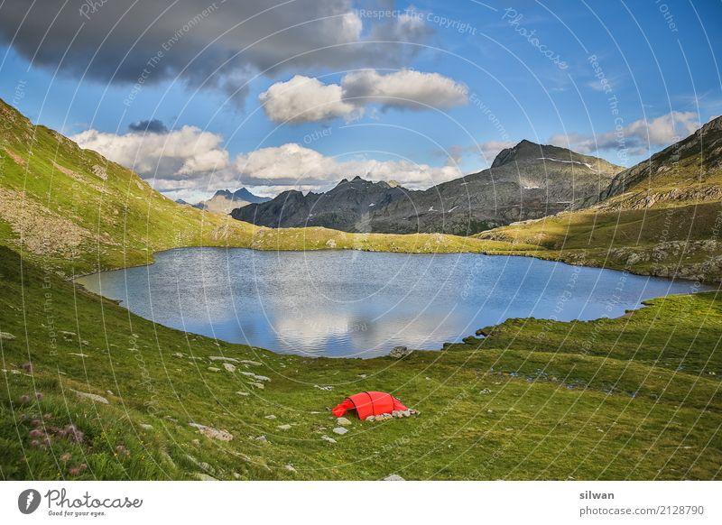 Bergsee mit Zelt blau Sommer grün Landschaft ruhig Berge u. Gebirge schwarz natürlich außergewöhnlich Freiheit See Felsen Freizeit & Hobby wandern frei glänzend