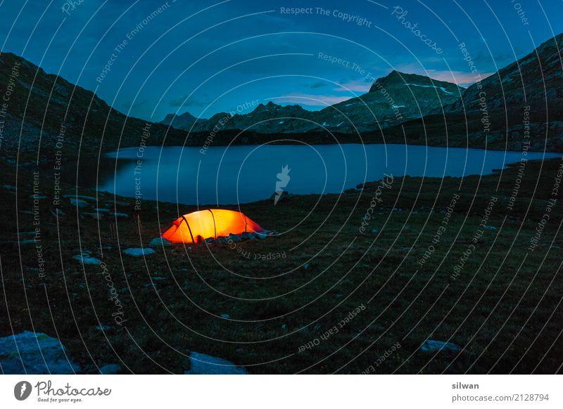 Zelten vorm Bergsee Ferien & Urlaub & Reisen blau Sommer schön Landschaft rot Wolken ruhig dunkel Berge u. Gebirge schwarz kalt Beleuchtung See Felsen wild