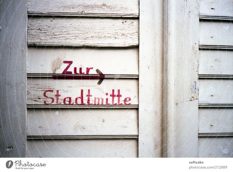 alt weiß rot Ferien & Urlaub & Reisen Fenster Holz Tür Ausflug Design Tourismus authentisch außergewöhnlich Zeichen Sightseeing Originalität Kleinstadt